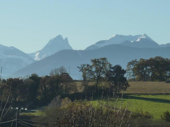 Location de vacances - Chambre d'hôtes à Aubin - Vue des Pyrénées et son Pic du midi d'Ossau