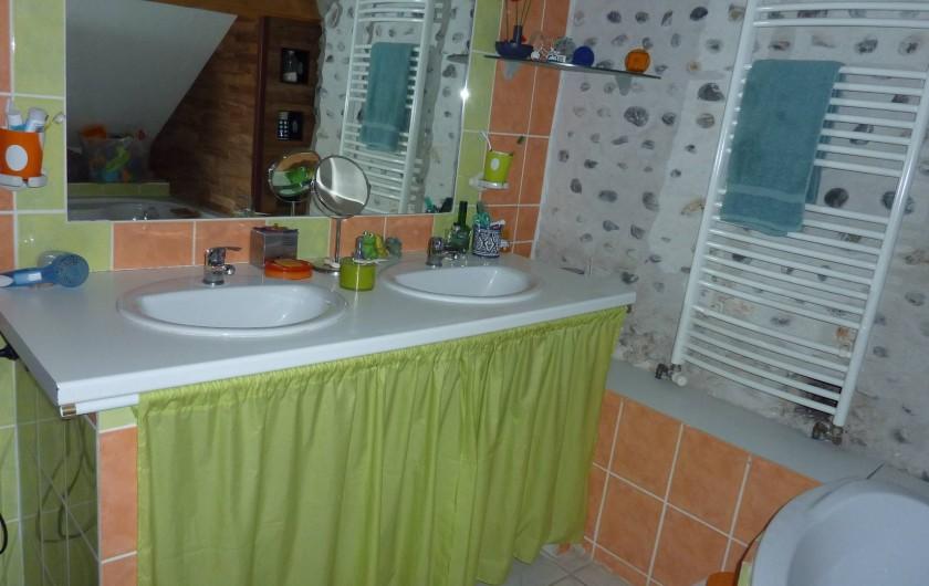 Location de vacances - Chambre d'hôtes à Aubin - Salle de bain commune