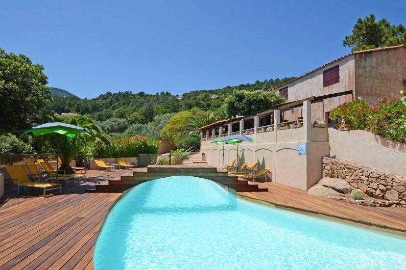 Location de vacances - Bungalow - Mobilhome à Porto-Vecchio - Piscine & Terrasse bar.restaurant (espace commun)
