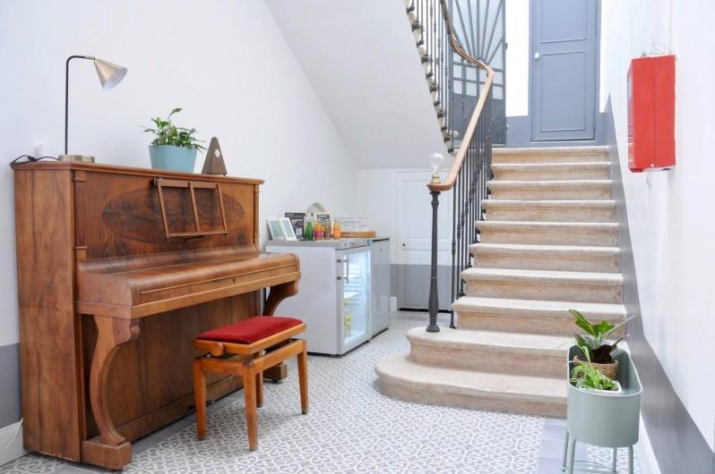 Location de vacances - Chambre d'hôtes à Frontignan - Escalier accès aux chambres