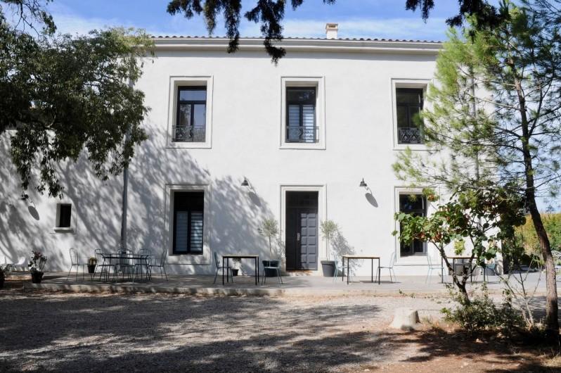 Location de vacances - Chambre d'hôtes à Frontignan - Terrasse et façade maison d'hôtes