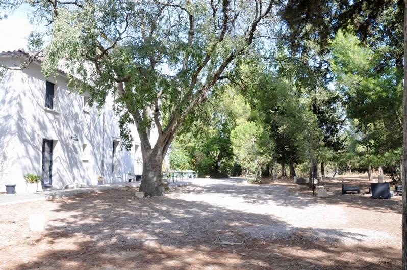 Location de vacances - Chambre d'hôtes à Frontignan - Façade maison et terrasse