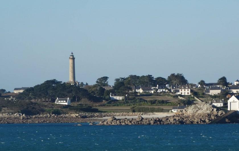 Location de vacances - Maison - Villa à Roscoff - Le phare de l'ile de Batz