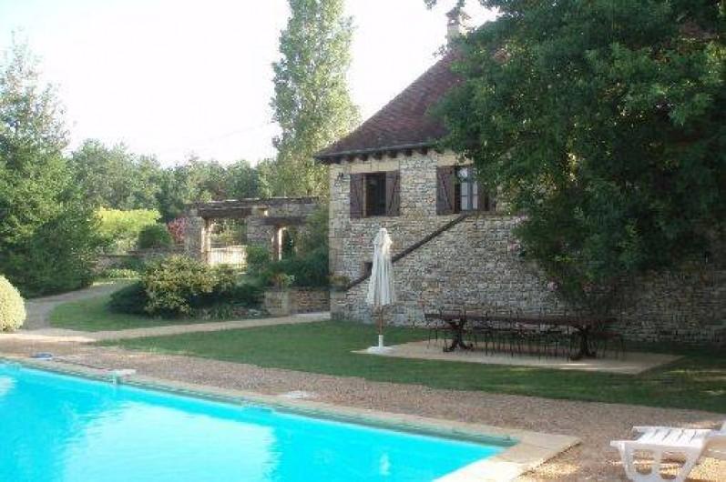 Maison plazac en dordogne aquitaine la campagne avec piscine priv e france - Piscine maison nuit limoges ...