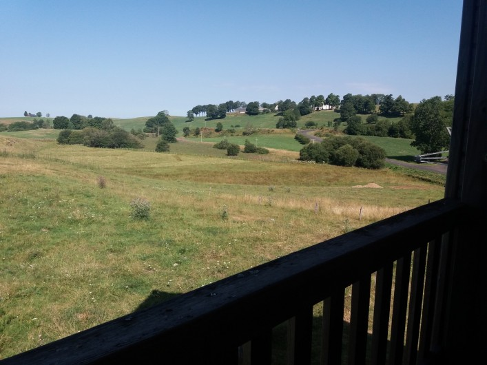 Location de vacances - Chalet à Chastreix - vue balcon