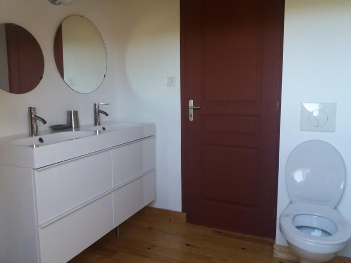 Location de vacances - Chalet à Chastreix - Salle de bain étage
