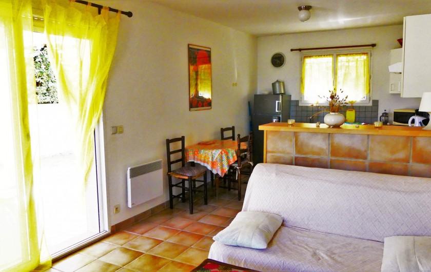 Location de vacances - Villa à Frontignan - Salon avec clic clac et accès à la terrasse