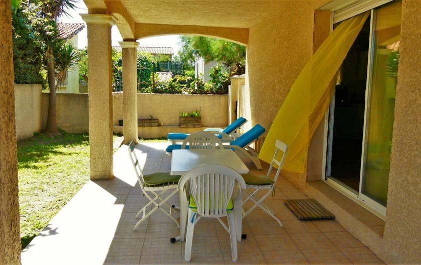 Location de vacances - Villa à Frontignan - Autre vue terrasse avec meubles de jardin