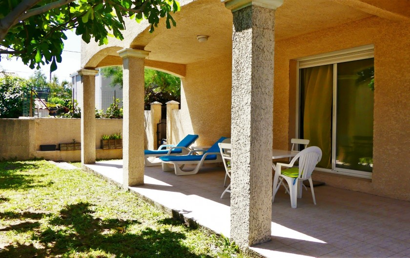Location de vacances - Villa à Frontignan - Terrasse vue depuis le figuier