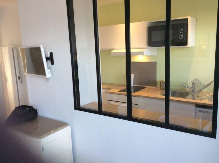 Location de vacances - Studio à Trégastel - vue sur coin cuisine
