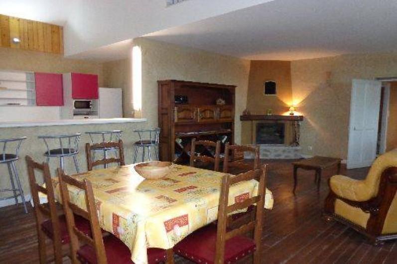 Location de vacances - Gîte à Plan-de-Baix - Le séjour avec cheminée