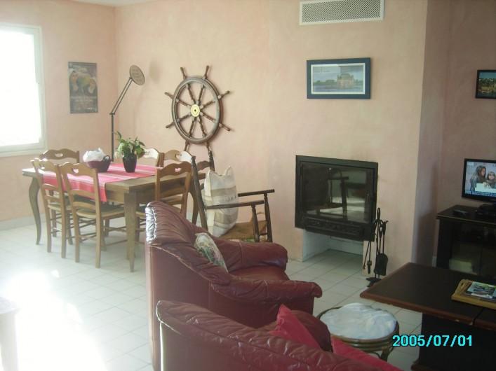 Location de vacances - Maison - Villa à Clohars-Carnoët - COIN REPAS UNE PARTIE DU SALON