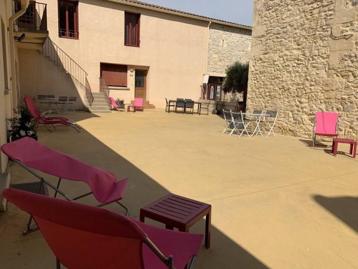 Location de vacances - Gîte à Le Crès - Cour du Mas