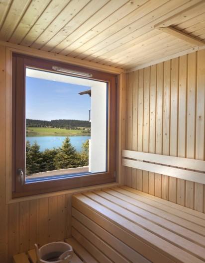 Location de vacances - Appartement à Malbuisson - Sauna avec vue sur le lac