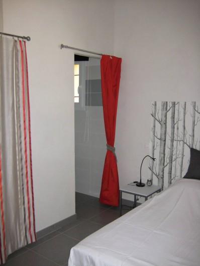 Location de vacances - Appartement à Sartène - Accès de la chambre 3 à la salle de bain privative