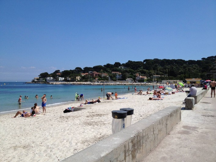Location de vacances - Studio à Antibes - plage de la Salis à 500m de l'appartement