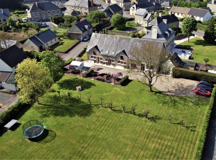 Location de vacances - Gîte à Sainteny - vue aérienne du parc et des gîtes