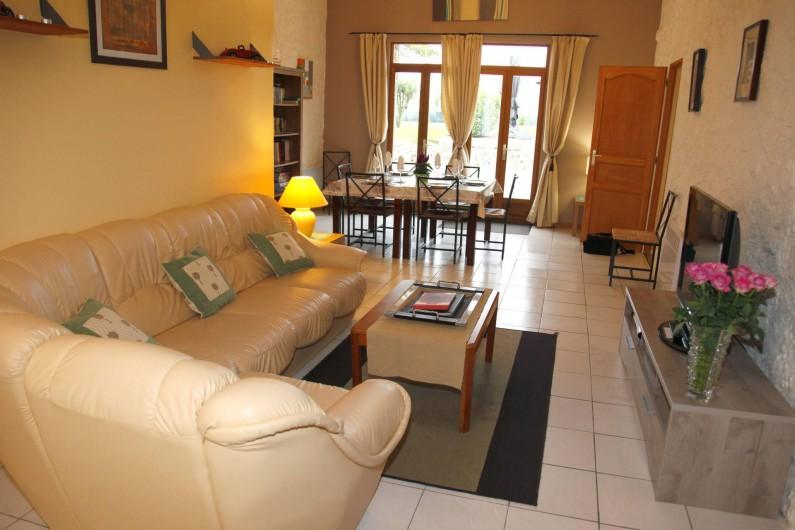 Location de vacances - Gîte à Sainteny - un salon/salle à manger