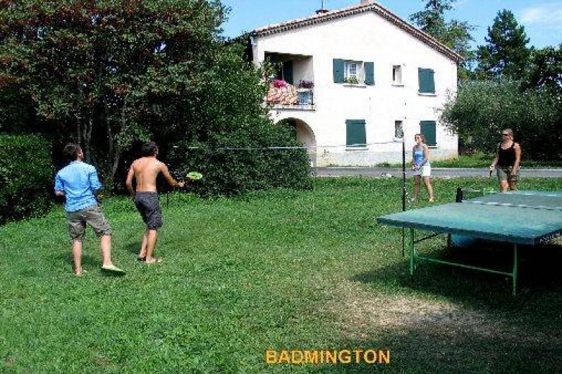 Location de vacances - Gîte à Vogüé - Terrain avec ping pong et badmington