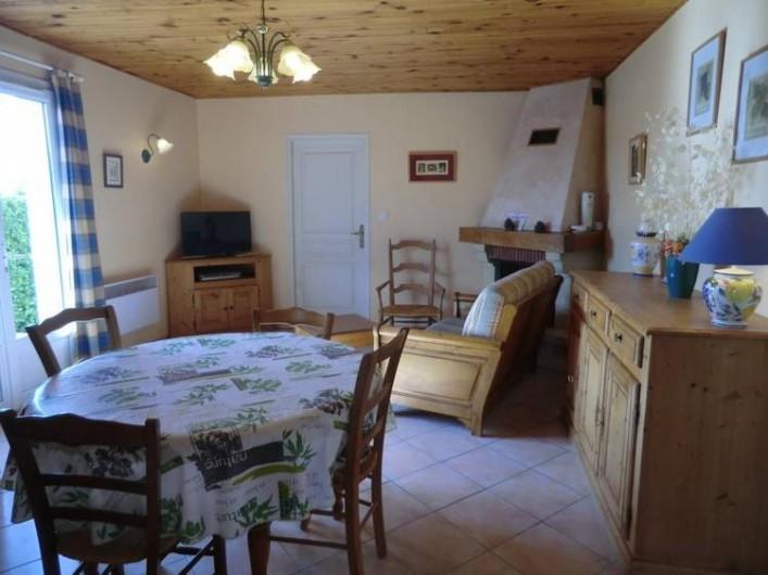 Location de vacances - Gîte à Vogüé - Séjour coin salon