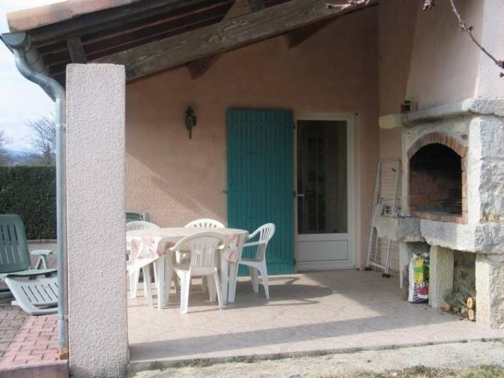 Location de vacances - Gîte à Vogüé - Terrasse avec barbecue