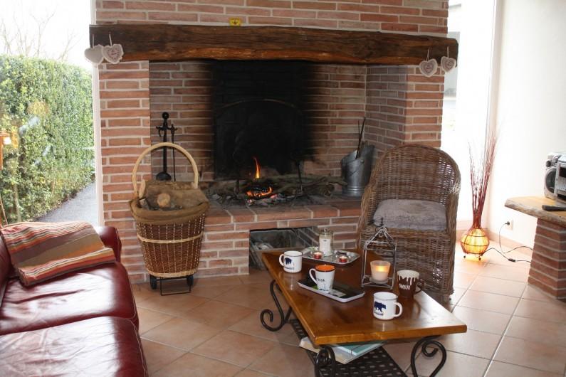 Location de vacances - Gîte à Lafrançaise - La cheminée effet dehors dedans.