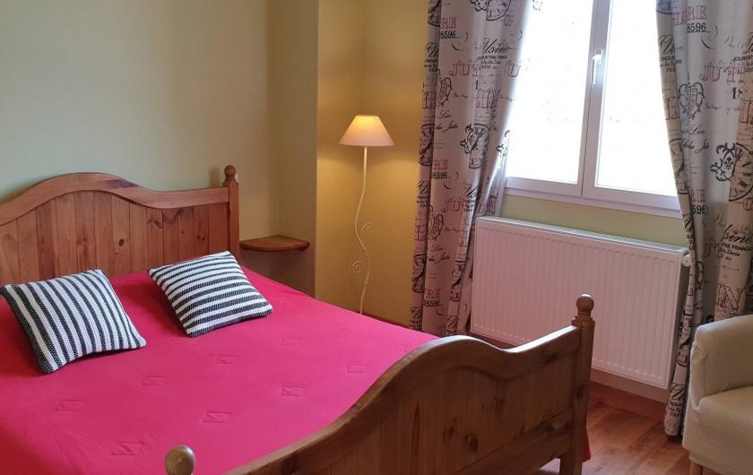Location de vacances - Gîte à Lafrançaise - Chambre marjolaine. Un lit 160/200, fauteuil armoire