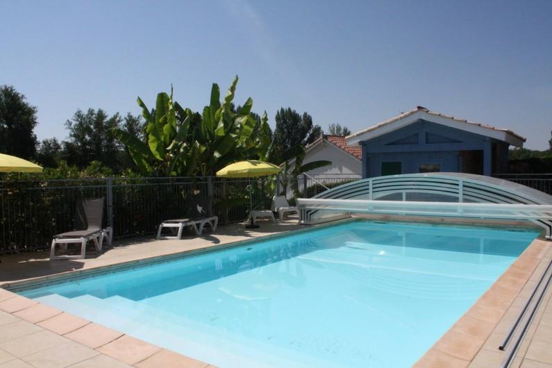 Location de vacances - Gîte à Lafrançaise - La piscine  couverte par un dôme coulissant.