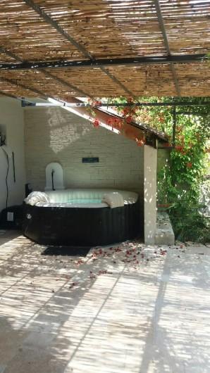Location de vacances - Gîte à Buis-les-Baronnies - SPA abrité des regards