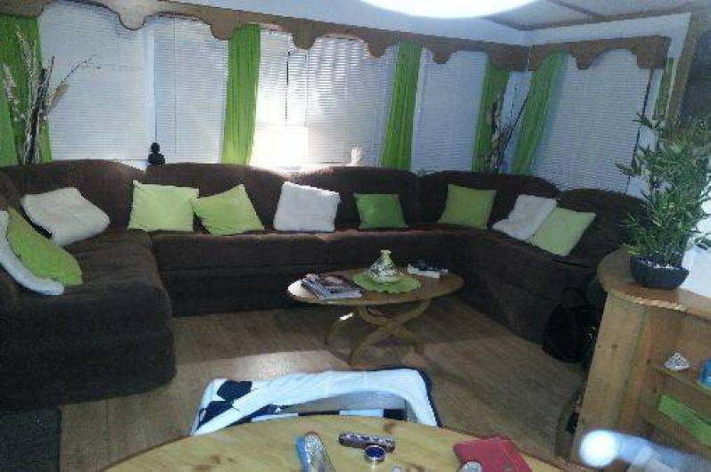 Location de vacances - Camping à Nice - salon climatisee