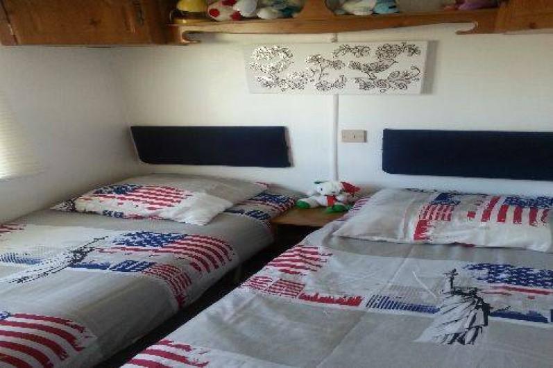 Location de vacances - Camping à Nice - 2em chambre est devenue un grand lit 3 enfants peu          vent dormir a l aise