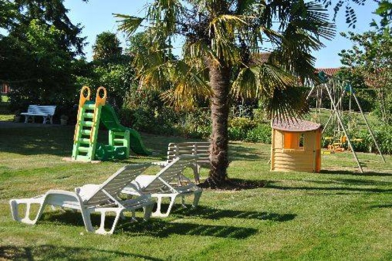 Location de vacances - Gîte à Duffort - Pelouse & jeux