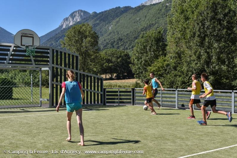 Location de vacances - Camping à Lathuile - Terrain multisports