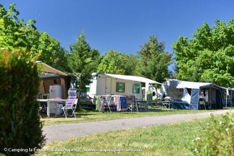 Location de vacances - Camping à Lathuile - Emplacements de camping