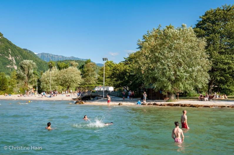Location de vacances - Camping à Lathuile - Plage à 1.2km du camping