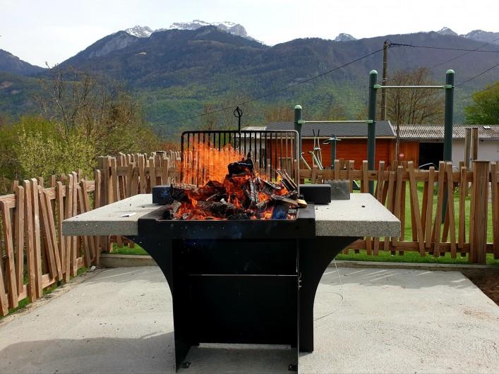 Location de vacances - Camping à Lathuile - Espace Barbecue