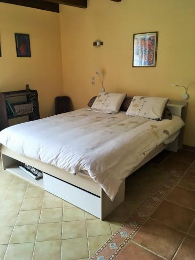 Location de vacances - Chambre d'hôtes à Auriac-du-Périgord - Chambre Millepertuis