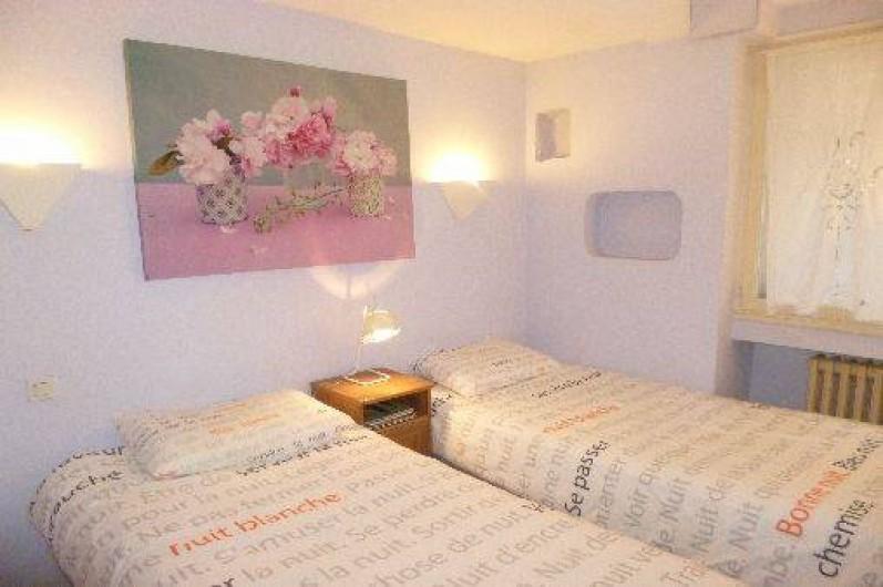 Location de vacances - Appartement à Nîmes - chambre lits jumeaux