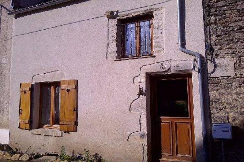 Location de vacances - Maison - Villa à Viserny - façade de l'entrée