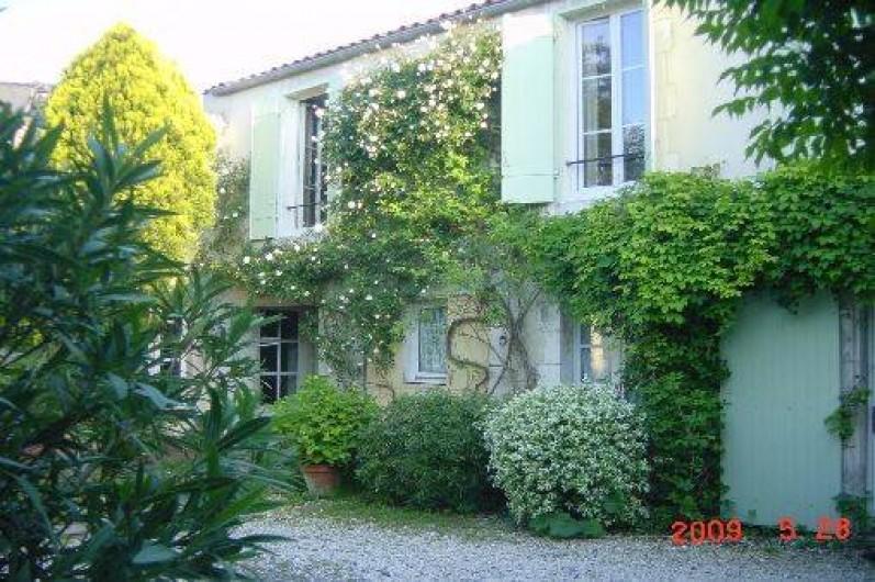 Location de vacances - Appartement à La Rochelle - entrée par la rue
