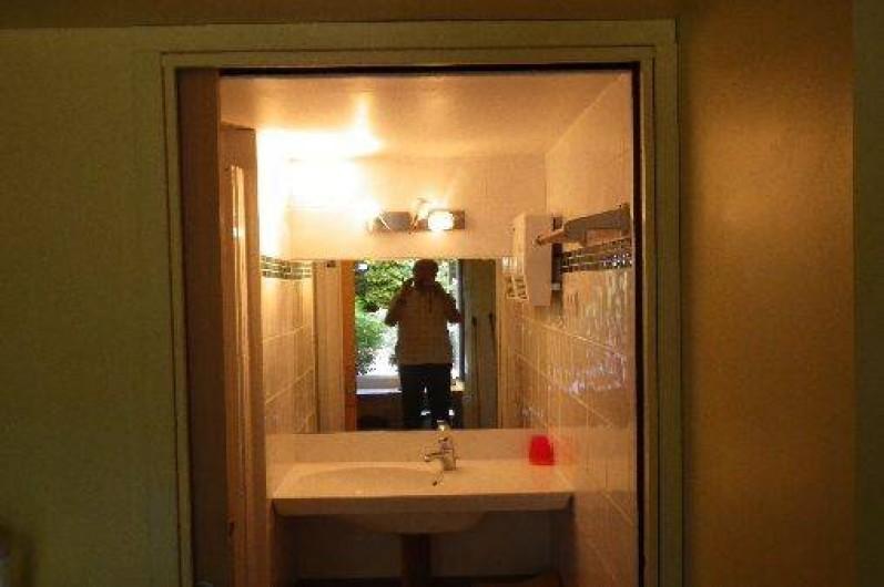 Location de vacances - Appartement à La Rochelle - salle d'eau RDC. douche robinet thermostatique. pare douche verre trempé.