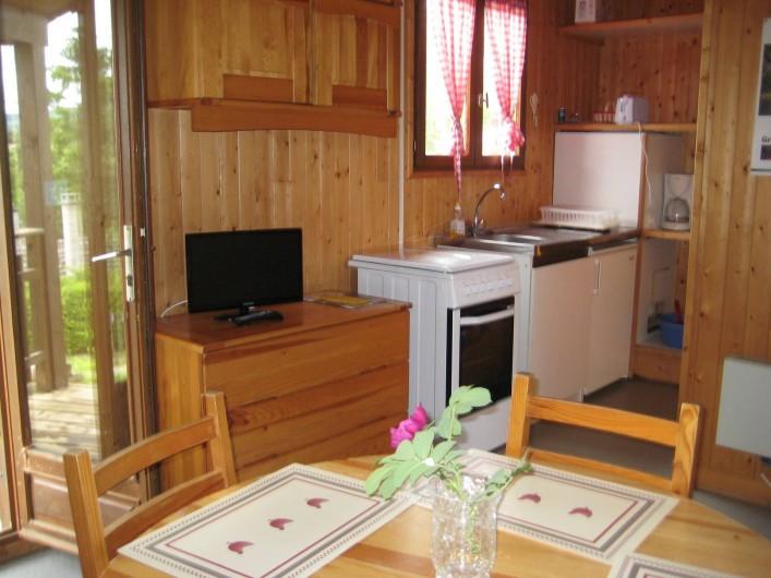 Location de vacances - Chalet à Le Malzieu-Ville - cuisine  équipée