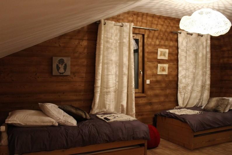 """Location de vacances - Chalet à Pralognan-la-Vanoise - Lits simples + tiroir enfant dans chambre n°4 """"dortoir"""" à l'étage"""