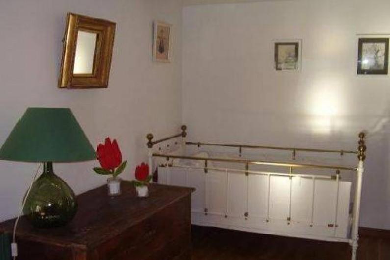 Location de vacances - Chambre d'hôtes à Velluire - Lit bébé chambre Marais
