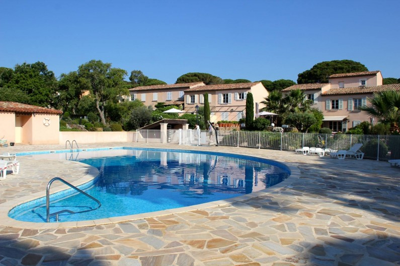 Location de vacances - Villa à Gassin - Piscine commune très peu fréquentée
