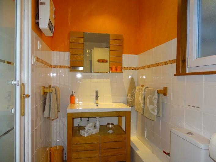 Location de vacances - Chambre d'hôtes à Bréville-les-Monts - salle de douche Pégasus