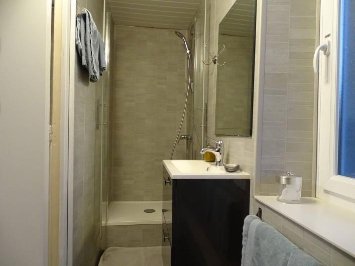 Location de vacances - Chambre d'hôtes à Bréville-les-Monts - salle de douche Pays d'auge
