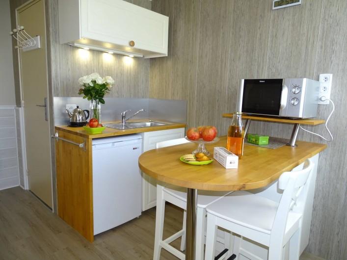 Location de vacances - Chambre d'hôtes à Bréville-les-Monts - coin cuisine privatif pays d'auge