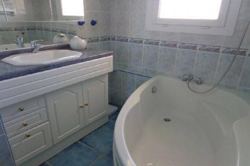 Location de vacances - Appartement à Sète - Salle de bain vue St Clair