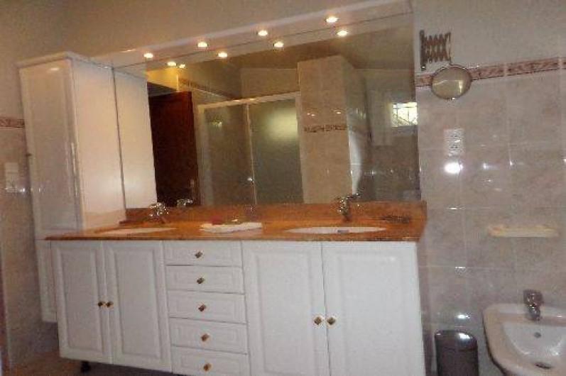Location de vacances - Maison - Villa à Oletta - Grande salle d'eau avec WC bidet douche